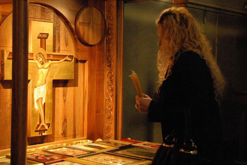 051-molitva-u-crkvi-svetog-marka-u-beogradu-2011